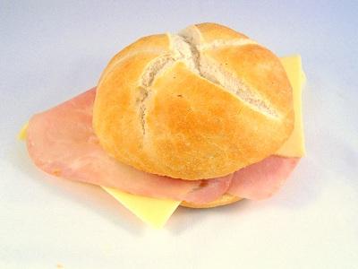 kaiserbroodje met ham en kaas