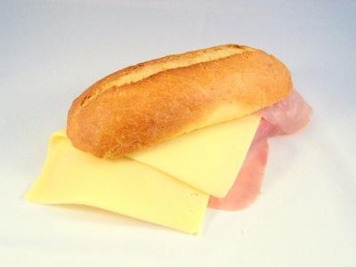 Pistoletje met ham en kaas